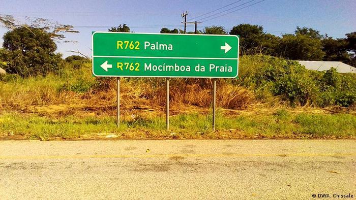Mosambik Straßenschild an der Regionalstraße R762