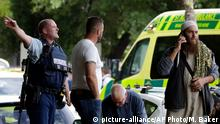 15.03.2019 Police attempt to clear people from outside a mosque in central Christchurch, New Zealand, Friday, March 15, 2019. Many people were killed in a mass shooting at a mosque in the New Zealand city of Christchurch on Friday, a witness said. Police have not yet described the scale of the shooting but urged people in central Christchurch to stay indoors.(AP Photo/Mark Baker)