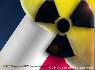 Französische Flagge mit Symbolbild Atom (Fotomontage: AP / DW)