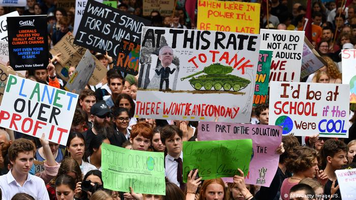 School children shout slogans during a strike and protest by students highlighting inadequate progress to address climate change in Sydney on March 15, 2019. - Thousands of young people marched through cities in Asia kicking off a global day of student protests that aims to spark world leaders into action on climate change.