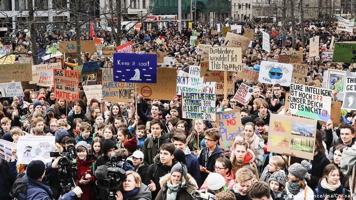 Fridays for future Schüler Schülerinnen Streik Schulstreik Klima Klimawandel Berlin