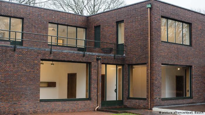 Krefelder Bauhaus-Villen von Mies van der Rohe (picture-alliance/dpa/J. Bauch)
