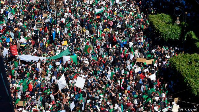 Algerien Algier - First Friday Rally