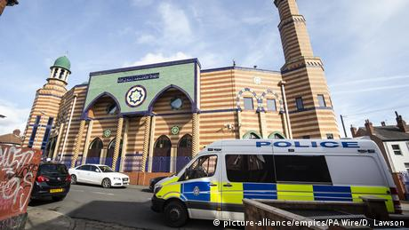 Police cars stationed outside of a mosque that was the site of a terror attack in Christchurch, New Zealand (picture-alliance/empics/PA Wire/D. Lawson)