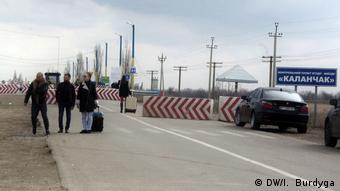 Ukraine Krim Grenzkontrollen (DW/I. Burdyga)