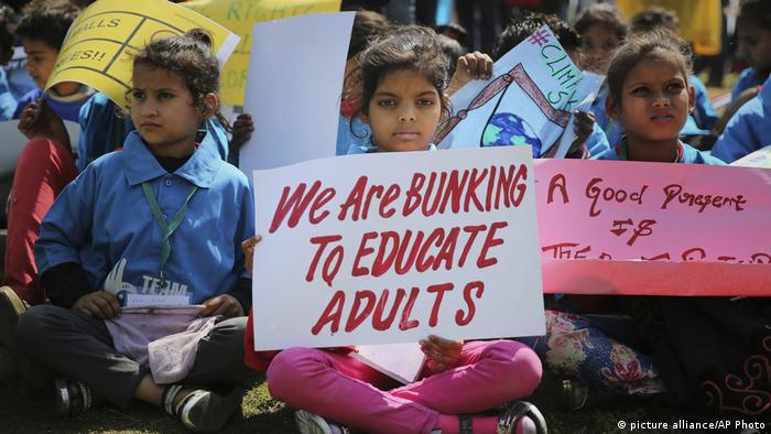 Indian school students protest climate change (picture-alliance/AP Photo/A. Qadri)