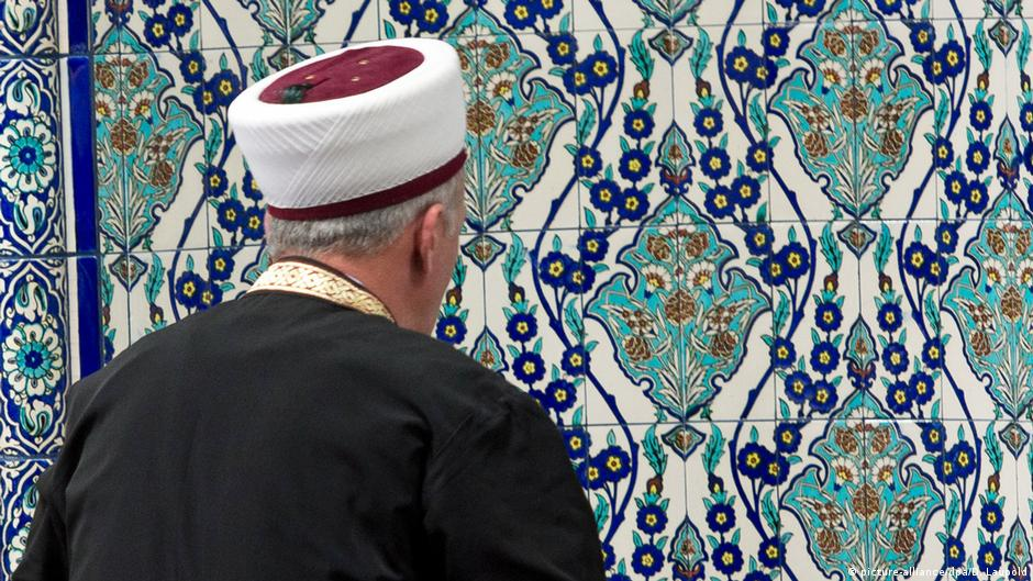 Germany set to take charge of imam education locally - DW (English)