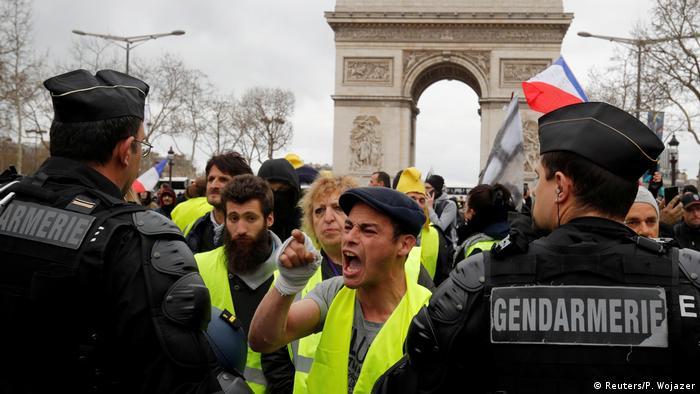 Paris Gelbwesten Proteste Polizei Demonstranten (Reuters/P. Wojazer)