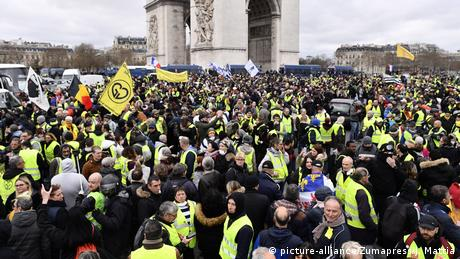 Yellow vest protesters gather near the Arc de Triomphe