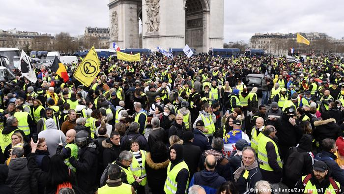 Yellow vest protesters gather near the Arc de Triomphe