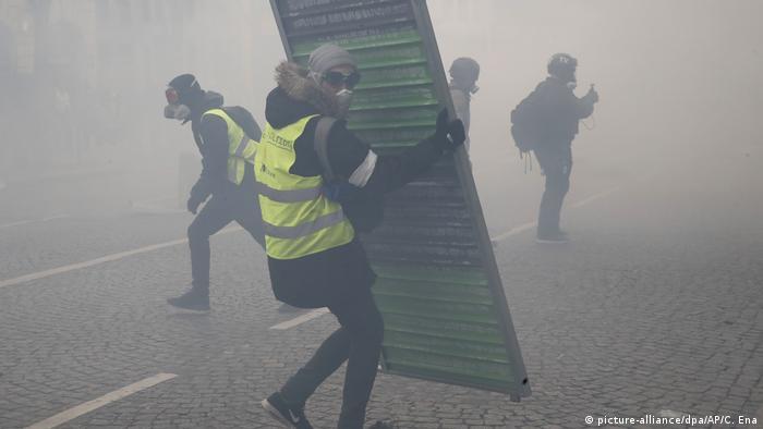 Bildergallerie Paris Gelbwesten (picture-alliance/dpa/AP/C. Ena)