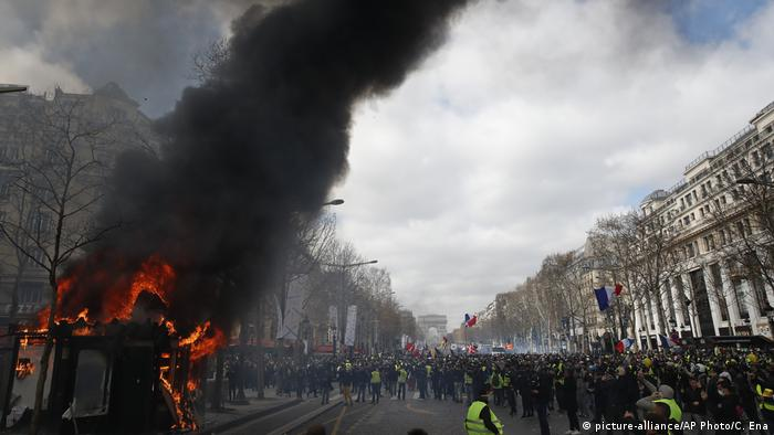 Paris Gelbwesten Protest Ausschreitungen Plünderungen (picture-alliance/AP Photo/C. Ena)