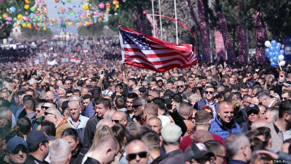 Opozita zhvilloi një nga protestat më masive