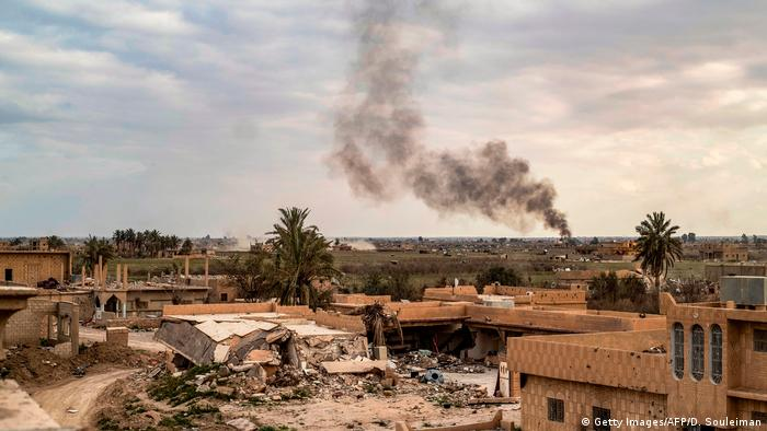 Syrien Angriff auf IS Stellungen in Baghus (Getty Images/AFP/D. Souleiman)