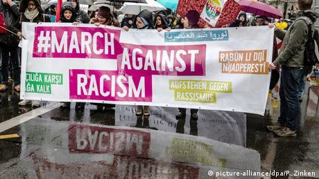 DW: Όταν η πολιτική υποθάλπει τον ρατσισμό