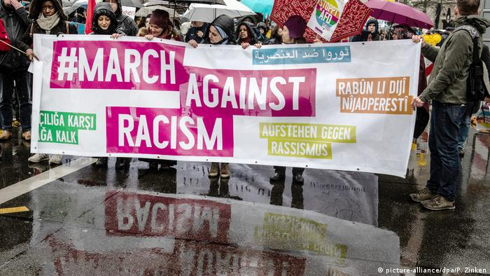 March against Racism in Berlin (picture-alliance/dpa/P. Zinken)
