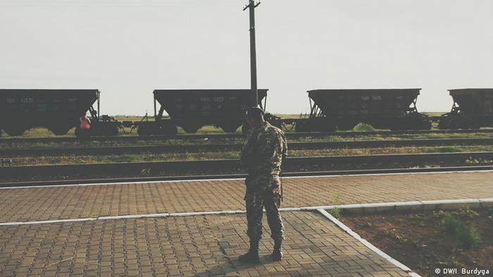 Прикордонник чергує на станції Вадим, травень 2014 року