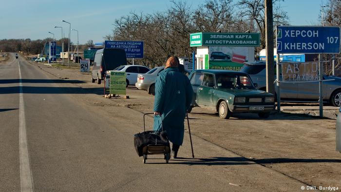 На пышому переході між Україною та Кримом