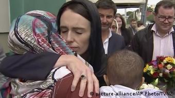 Συλλυπητήρια από την πρωθυπουργό Γιασίντα Αρντέν στο τζαμί της πόλης Κράισττσερτς
