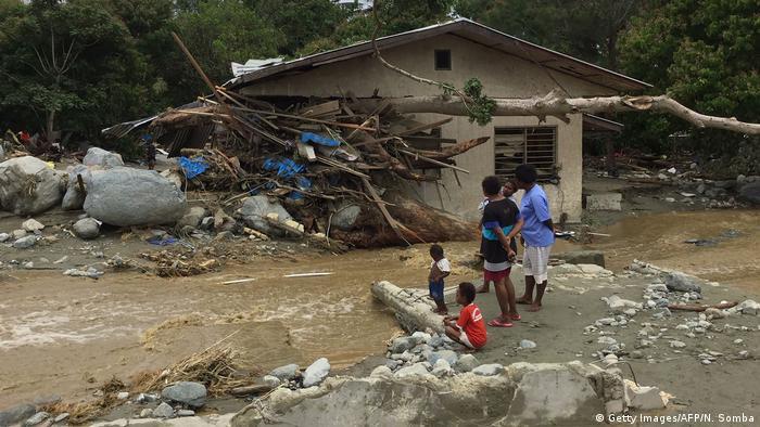 Indonesien Überflutungen bei Sentani (Getty Images/AFP/N. Somba)