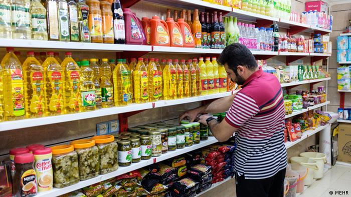 اکونومیست بالا رفتن هزینههای زندگی در تهران را متأثر از تحریمهای آمریکا و همچنین بحران کرونا دانسته است. همهگیری کرونا موجب افزایش قیمت کالاهای مصرفی در شهرهای مختلف جهان طی یک سال گذشته شده، اما ساکنان تهران بیش از شهروندان سایر کلانشهرهای جهان تحت تأثیر مشکلات اقتصادی قرار گرفتهاند.