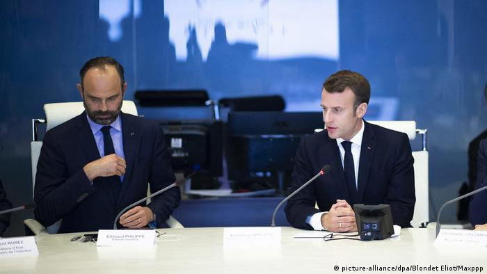 French Prime Minister Edouard Philippe and President Emmanuel Macron (picture-alliance/dpa/Blondet Eliot/Maxppp)