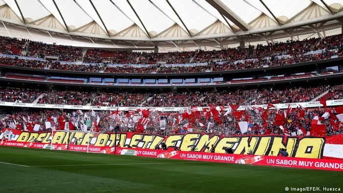 More than 60,000 fans watched the women's football match between Atletico Madrid and Barcelona