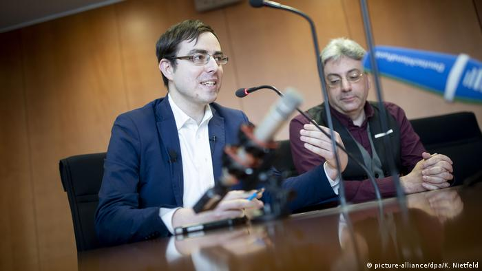 AfD parliamentarian Anton Frieser and AfD state lawmaker Alexander Tassis hold a press conference on The New Germans group in Berlin, Germany (picture-alliance/dpa/K. Nietfeld)