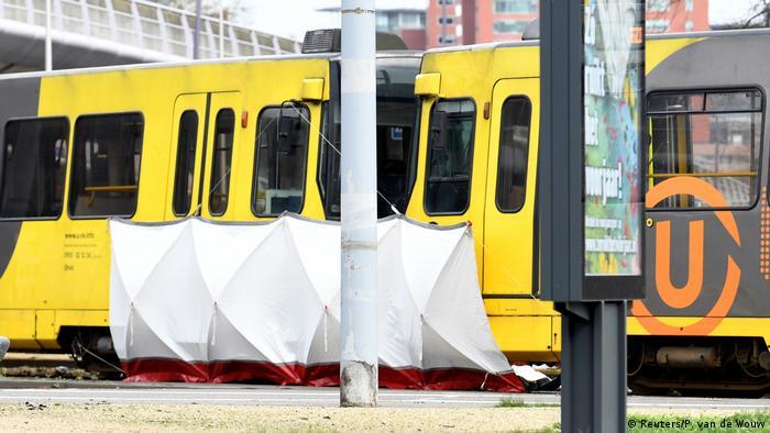 Tram in Utrecht (Reuters / P. Van de Wouw)