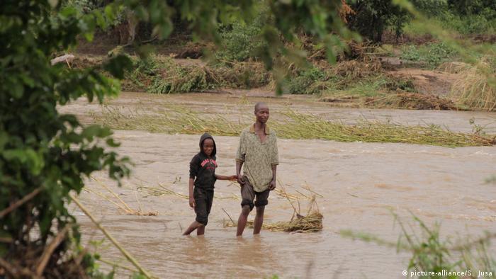 """Simbabwe, Chimanimani: Zyklon """"Idai"""" in Mosambik und Simbabwe (picture-alliance/S. Jusa)"""