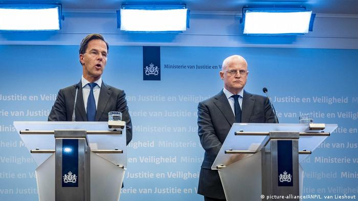 Hollanda Başbakanı Mark Rutte (solda) ve Adalet Bakanı Ferdinand Grapperhaus