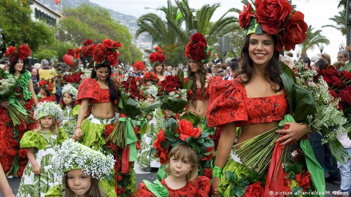 spring celebration, Madeira (picture-alliance/dpa/M. Gumm)