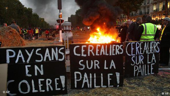 Farmers burning tires and straw on the Champs Elysees.