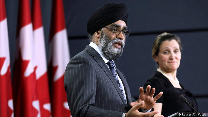 Kanada, Ottawa: Harjit Sajjan spricht mit Chrystia Freeland (Reuters/C. Wattie)