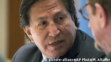 Former President of Peru, Alejandro Toledo, left, attends the New Economy Forum Globalization Dialogues in New York, Wednesday, May 24, 2017. (AP Photo/Mary Altaffer) |