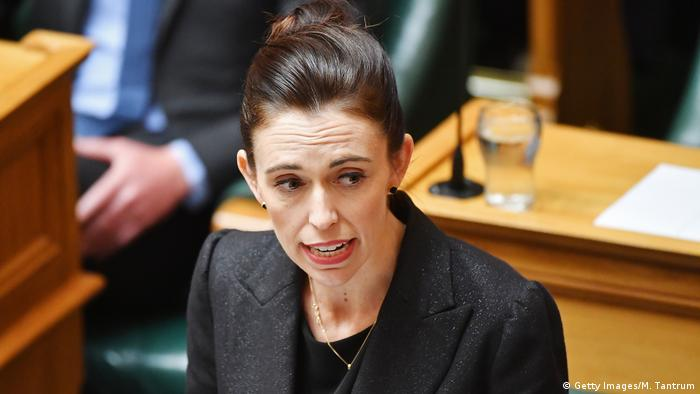 Neuseeland Wellington Parlament Rede Ardern Waffengesetze (Getty Images/M. Tantrum)