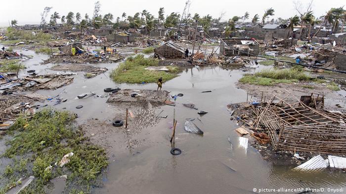 Zerstörte Häuser in Mosambik nach Idai