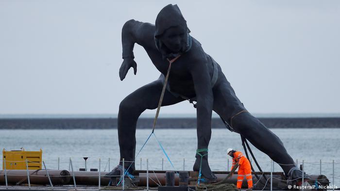 BdTD Großbritannien Skulptur Bote (Reuters/P. Nicholls)