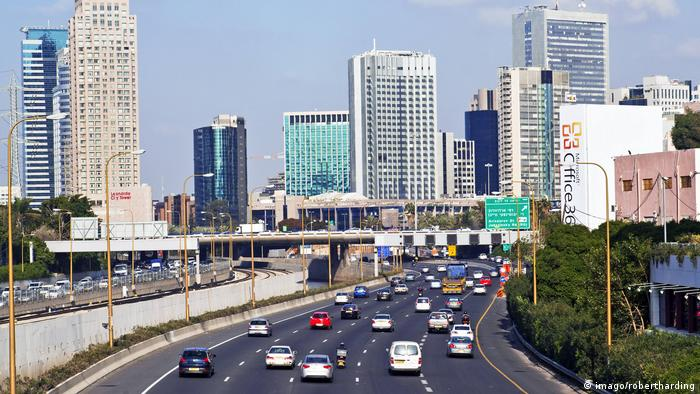 Autopista en Tel Aviv, Israel.