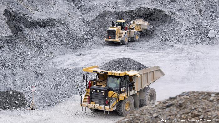 Dois veículos pesados em mina de ouro no Canadá