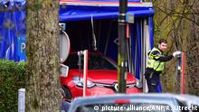 The Renault Clio found by police (picture-alliance/ANP/R. Utrecht)
