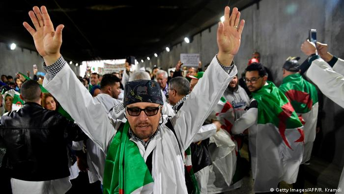 Algerien Algeir - Proteste gegen Abdelaziz Bouteflika (Getty Images/AFP/R. Kramdi)