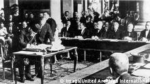 Vertrag von Sevres Unterzeichnung 1920 (Imago/United Archives International)