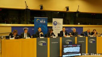 Євродепутат Марк Демесмакер відкриває показ фільму Заручники Путіна в Європарламенті