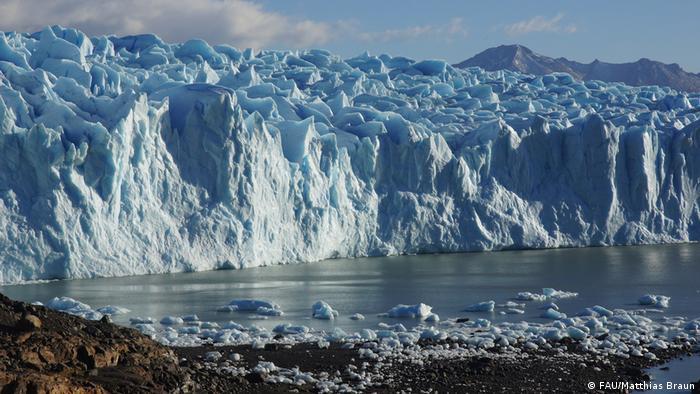 El majestuoso glaciar Perito Moreno es uno de los mayores atractivos turísticos de la Patagonia, en Campos de Hielo Sur.