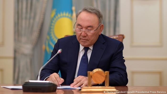 Kasachstan Präsident Nursultan Nasarbajew verkündet Rücktritt