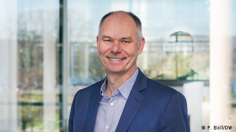 Holger Hank dirige el departamento de Apoyo y Gestión de Requisitos desde 2019.(DW/P. Böll)
