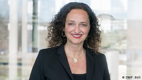 Daniela Wiesler-Schnalke dirige el departamento de formación de medios de comunicación de DW Akademie desde 2005. (DW/P. Böll)