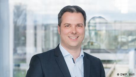 André Moeller coordina los programas educativos de DW desde 2009. (DW/P. Böll)