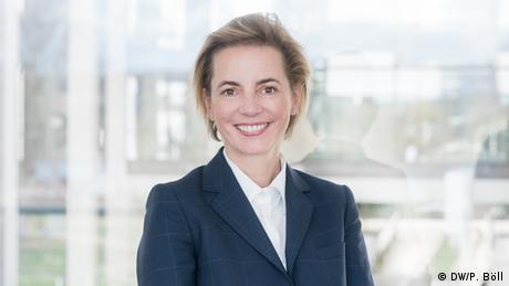 Natascha Schwanke es Coordinadora de Cooperación para el Desarrollo de Medios de Comunicación y Directora Adjunta de DW Akademie desde 2019. (DW/P. Böll)